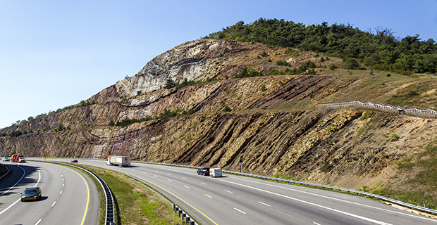 Sideling_Hill_cut_MD1_feat